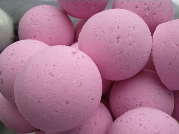 12 bath bombs 1 oz each (Blackberry Vanilla) gift bag bath fizzies, great for dry skin, shea, cocoa, 7 ultra rich oils