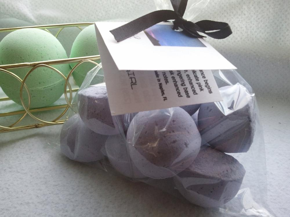 12 bath bombs 1 oz each (Twilight) gift bag bath fizzies, great for dry skin, shea, cocoa, 7 ultra rich oils